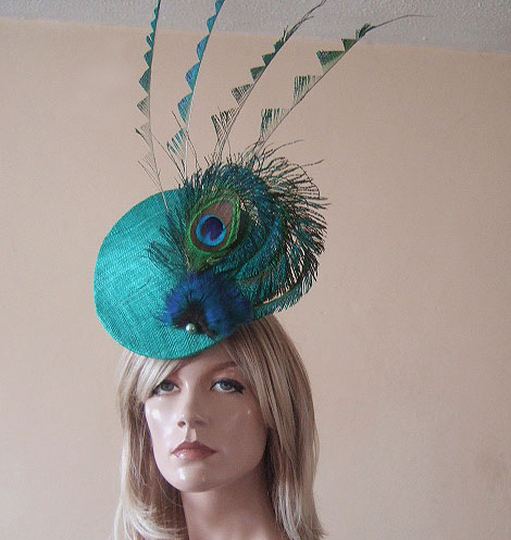 Jade Green Upright Convexed Disc with Peacock Fan and Zig Zag Cut Feathers Fascinator Hatinator Hat